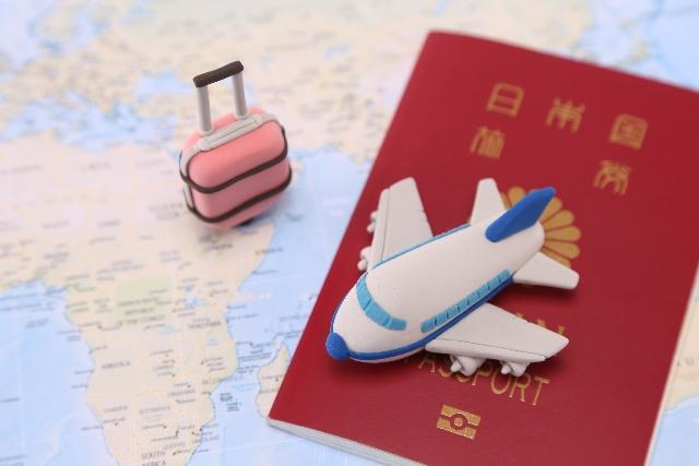 パスポートと地図